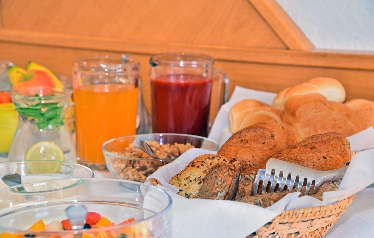 Beim Frühstücksbuffet und im Rahmen der Halbpension essen Sie nach Herzenslust