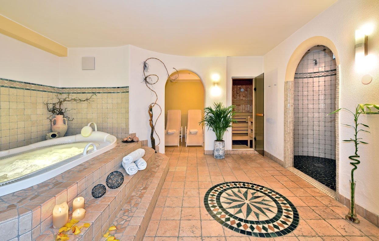 Wellness Pension - Im Haus Tasa warten Sauna und Whirlpool auf Sie